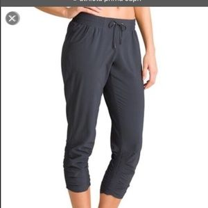 Athleta Prima Capri Black Sz8 pants